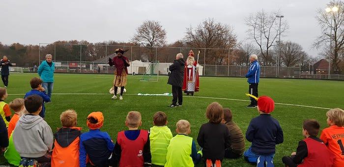 Sinterklaas brengt bezoek aan v.v. Bavel
